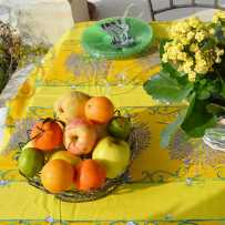 Rectangular and yellow stain resistant tablecloth, Bouquet de lavande
